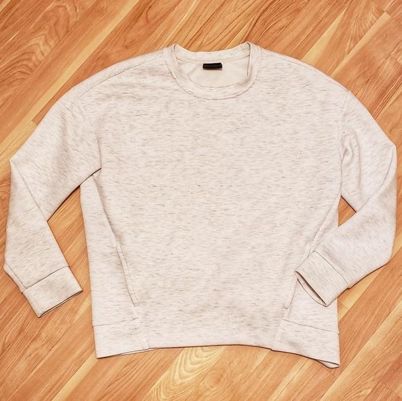 32 Degrees Tops - 32 Degree Heat Sweatshirt with pockets!